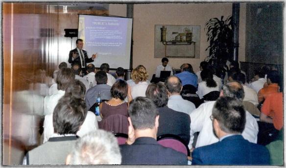 John en un evento de Tango/04 en Barcelona en 2001.